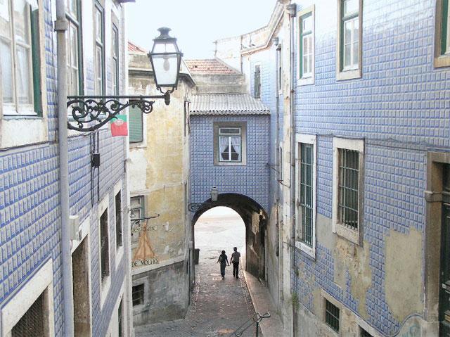calle de alfama